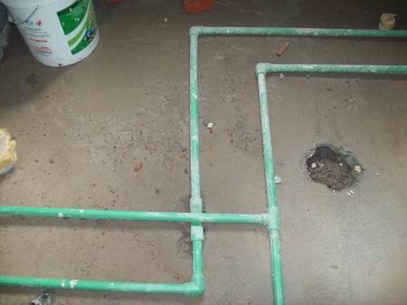 故厨房与卫生间所有的电路规划做法为走顶布设,除了安全之外,也方便