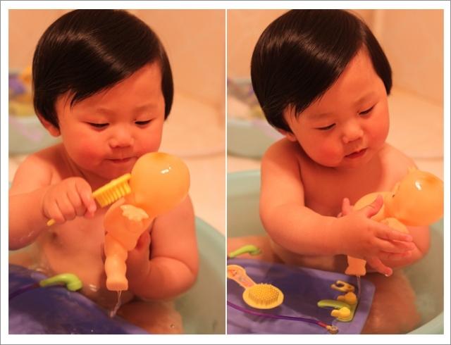 很用心的给娃娃洗澡,梳头~-爸爸出差的日子图片