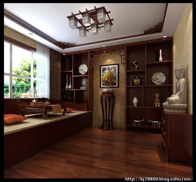 """新中式风格会客室 展示厅:吊顶与书房采用相同处理,使各个空间虽不相同但却并不显孤立。坐在色调沉稳的坐塌上,与好友一起品茗聊天,这难道不是""""有朋自远方来,不亦乐乎""""的体现吗?"""