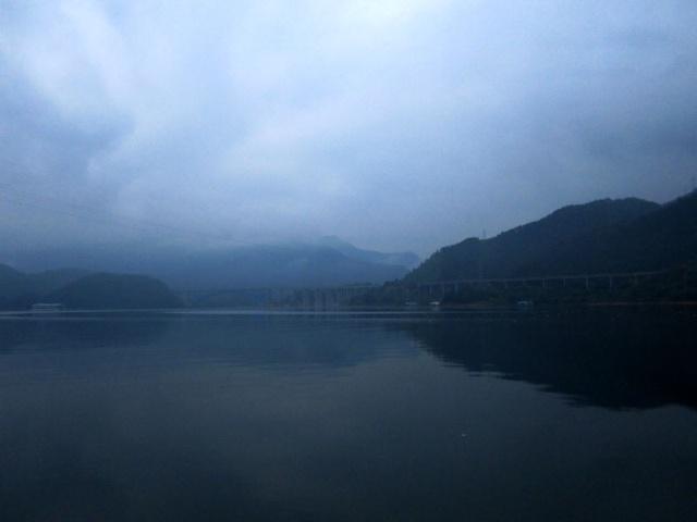 早晨是个以蓝色为主题的千岛湖,我喜欢.