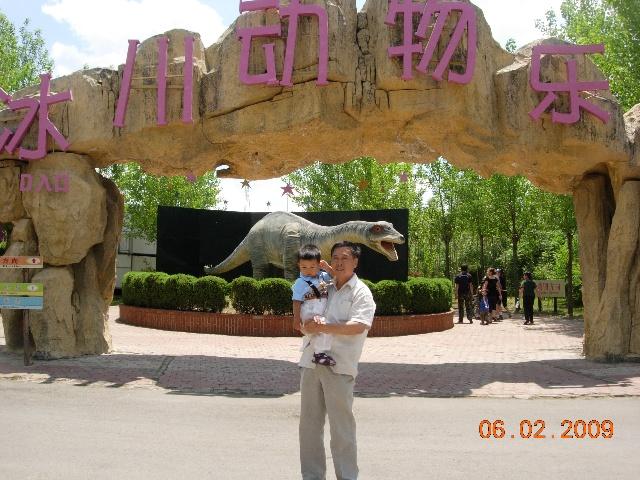 在沈阳冰川动物乐园!