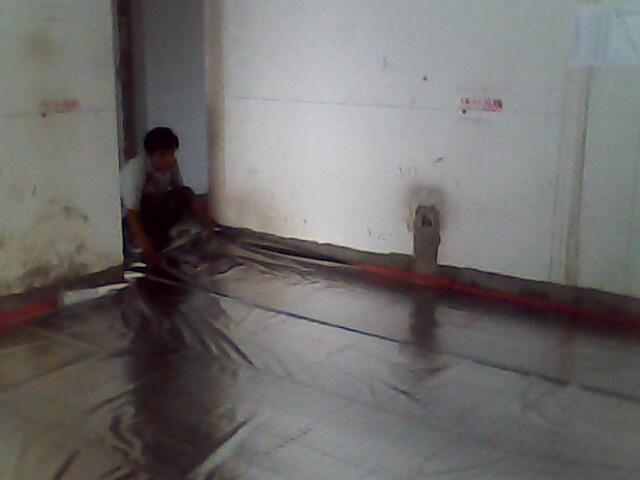 地暖系统压力试验完毕,地暖分水器进行装修前保护膜保护