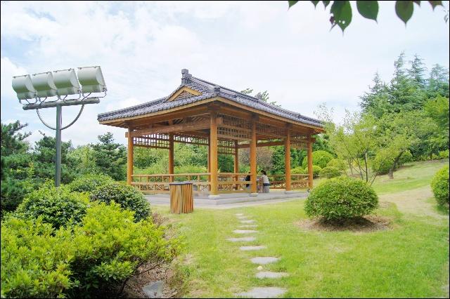 体现中,英,美,法,德,日等各国园林特征的建筑小品第一次和谐地荟萃于