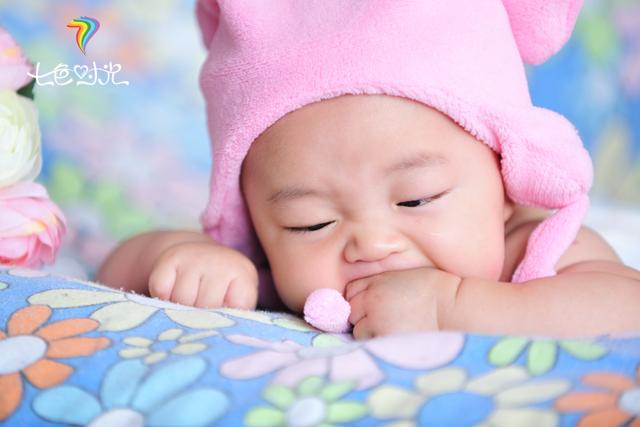 国外宝宝哭脸图片可爱