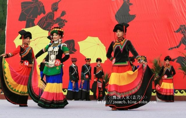 彝族帅哥图片_2010年越西火把节美女出场