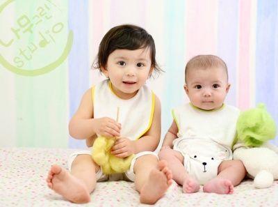 韩国青春搞笑片《孩子和我》里的小宝贝,无辜的大眼睛和有点邪恶的