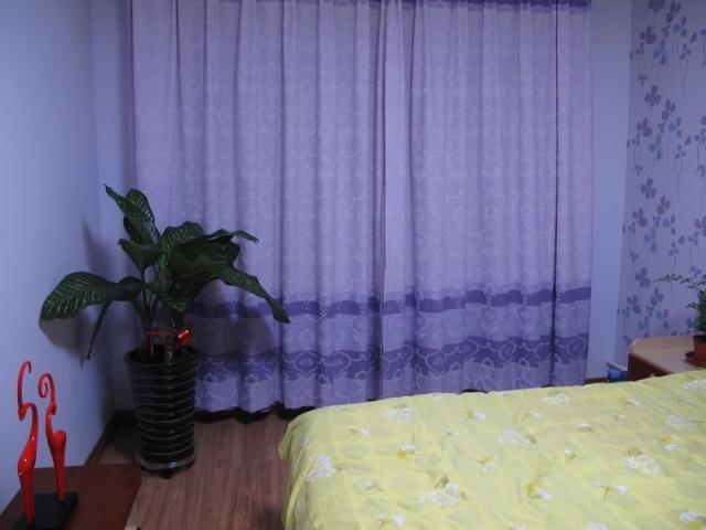 客厅天蓝色墙壁配什么颜色窗帘