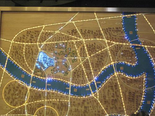 园,正好坐落在红石路上,要找到 东原D7区就在宾馆正对面,销