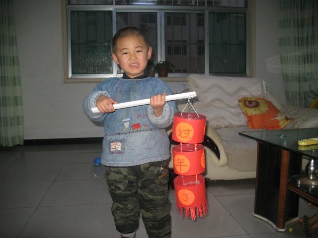 做灯笼(2岁11个月零14天)