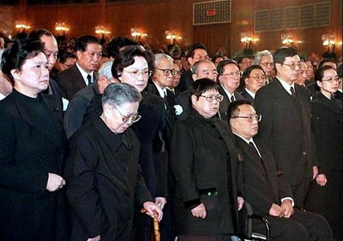 ...周北方有联系.周与政治局委员、北京市市长陈   、其子陈小...