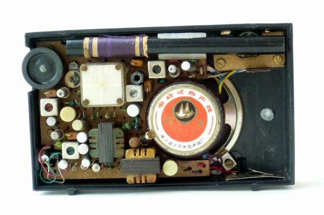 5v收音机电路图   现在随着科学技术的发展