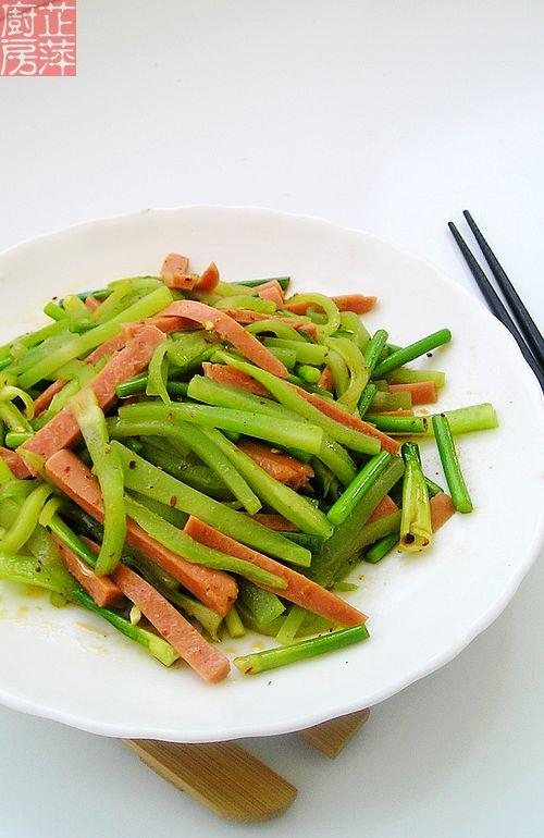 青笋炒香肠 吃出春天的滋味
