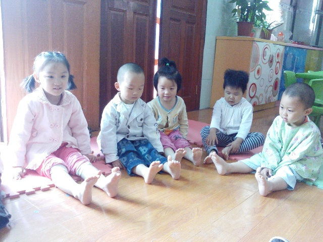 宝宝们都知道小脚丫会走路,会跑,会跳舞,也知道小脚丫是我们身体必不