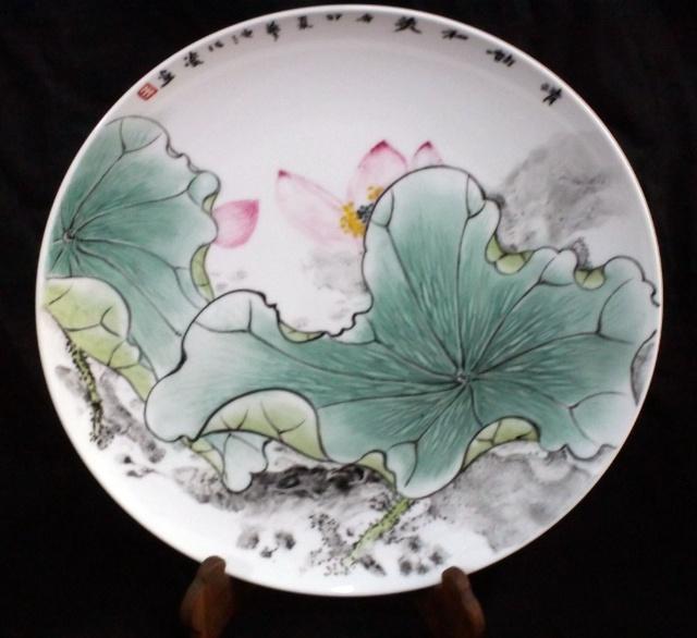 粉彩荷花瓷盘