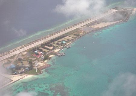 南沙群岛的弹丸礁(马来西亚称拉央拉央岛)和光星仔礁(马来西亚称乌比